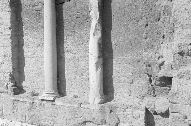 Mur de scène, ou frons scaenae : colonnes du second niveau, côté parascenium ouest