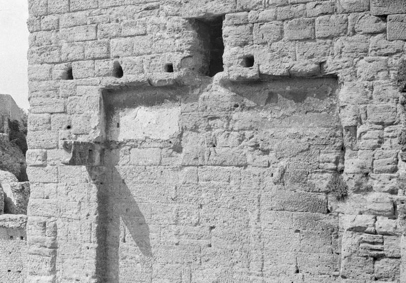 Mur de scène, ou frons scaenae : mur au troisième niveau, côté parascenium ouest