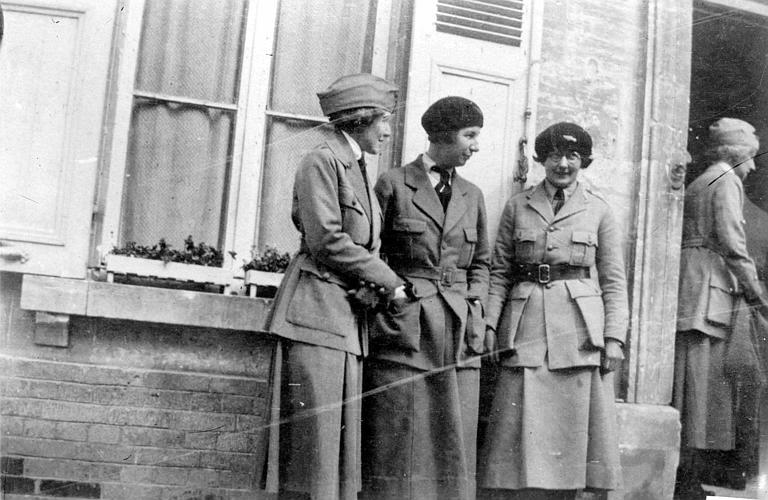 Mlle Valentine, Mlle Moore et Mlle Dolan, Mlle Blagden et le Maréchal Pétain