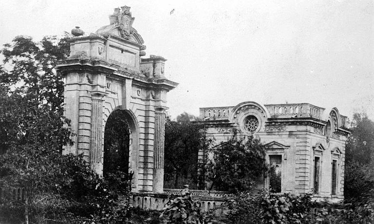 Pavillon d'entrée et porte monumentale