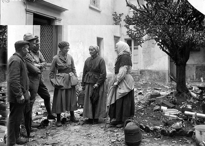 Retour de réfugiés : retour dans les débris de leur maison en présence de Barbara Allen travailleuse du CARD