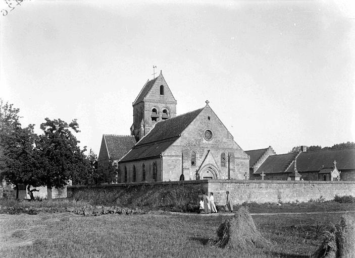 Eglise typique d'avant la guerre : vue générale