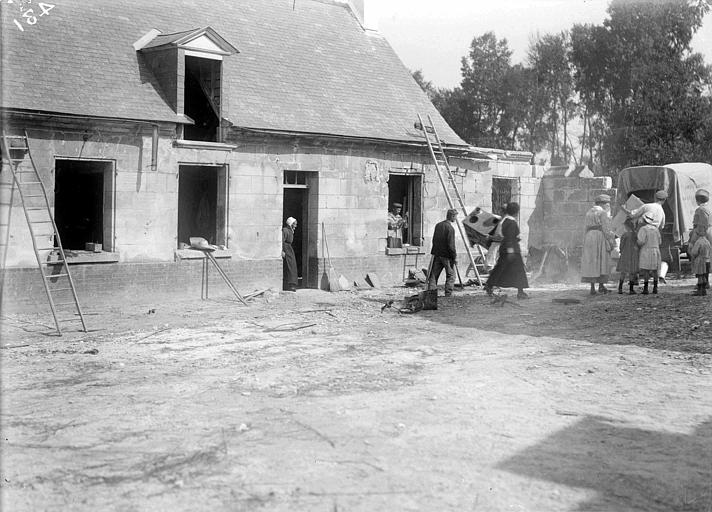 Installation des familles dans une maison en cours de rénovation