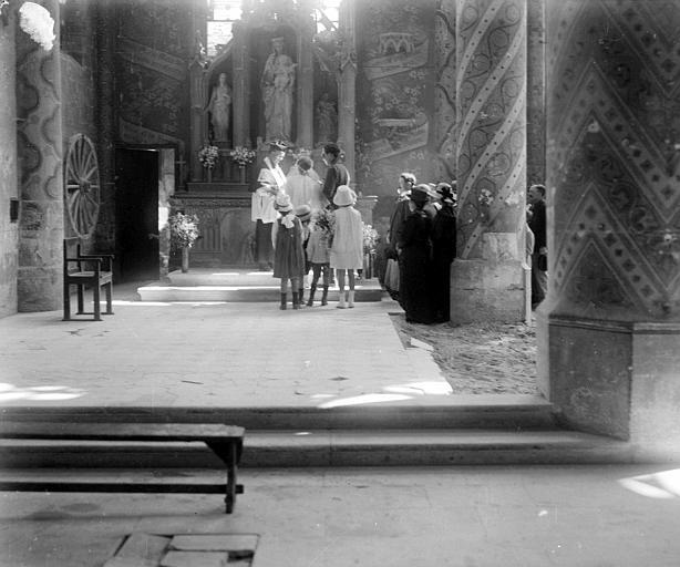 Tournage du film : une scène de mariage dans le choeur ruiné de l'église