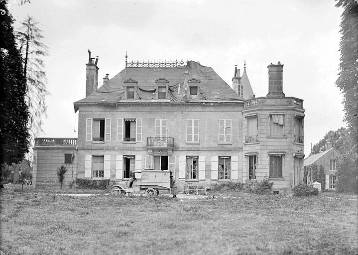 Quartier général du CARD 'premier quartier général en 1919 avant que la propriété actuelle soit achetée', toiture avec réparation temporaire (bâches)