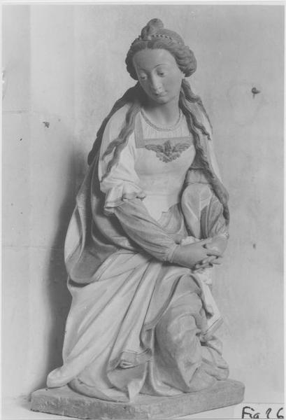 Groupe sculpté : Vierge de Pitié entre Madeleine et saint François d'Assise, vue générale de Madeleine