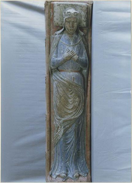 statue funéraire d'Isabelle d'Angoulême, femme de Jean sans terre, vue générale