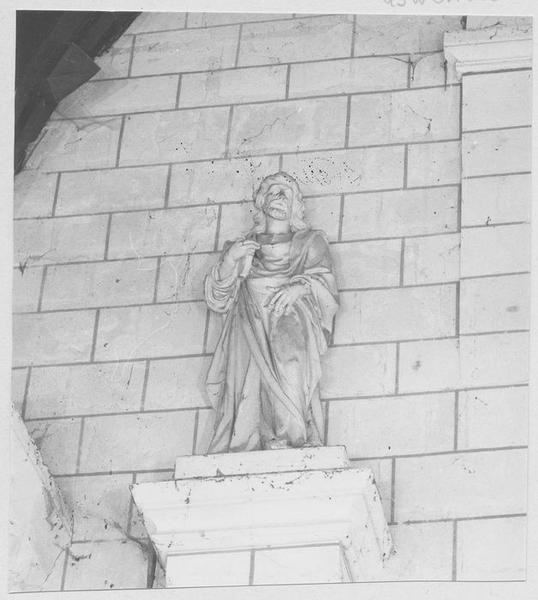 Statue : Saint tenant un livre (saint Jacques ?)