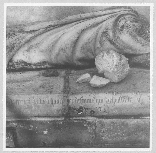 tombeau de Robert Lemaçon, chancelier de France mort en 1442