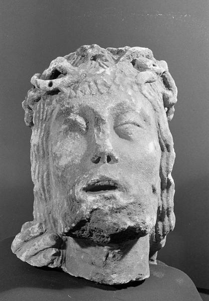 Statue, fragment : tête de Christ couronné d'épines, de face