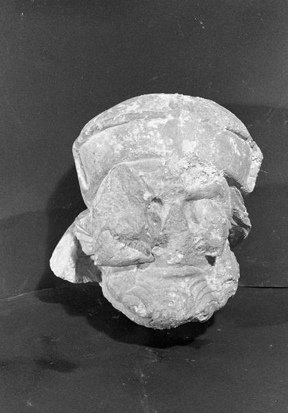 Statue en pierre de Courville, fragment : tête d'homme borgne (supposé), de face