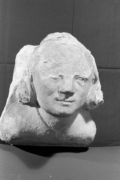 Corbeau en pierre de Courville : tête, de face