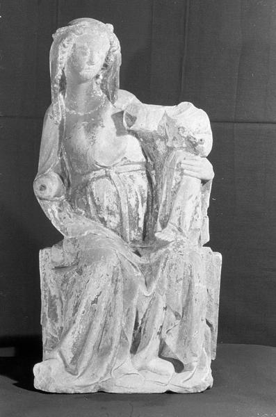 Statue en pierre de Saint-Maximin : Vierge à l'Enfant assise, de face