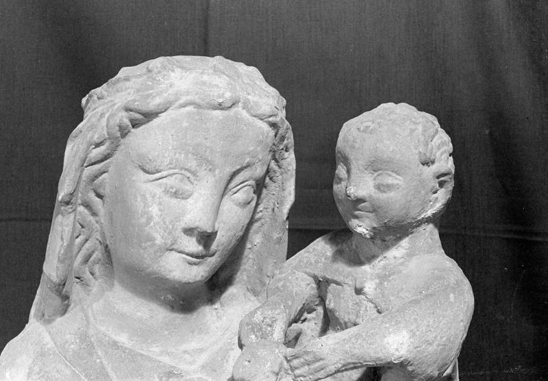 Statue en pierre de Courville : Vierge à l'Enfant, détail des visages