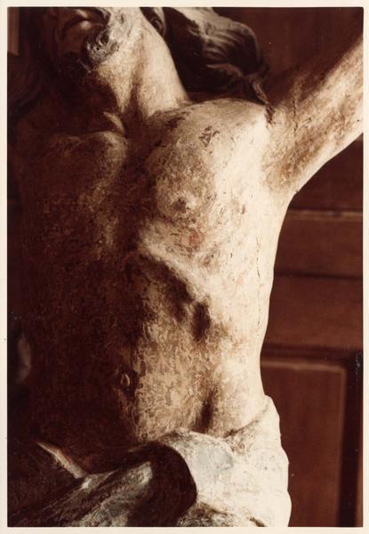 Poutre de gloire (perque), statue : Christ en croix