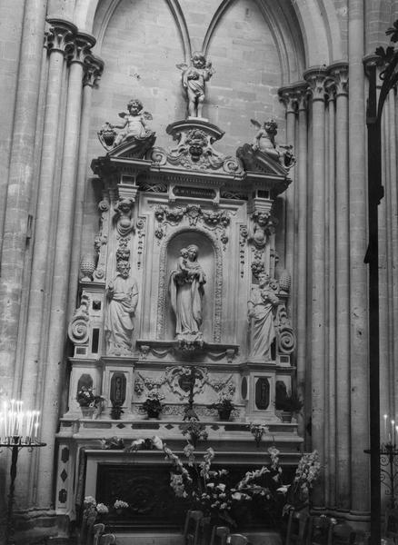 Autel de la Chapelle du Puits, retable, statue : Vierge à l'Enfant, 2 statuettes : Angelots