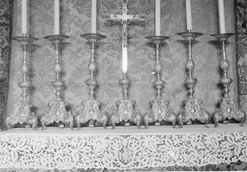 Garniture d'autel : croix et 6 chandeliers