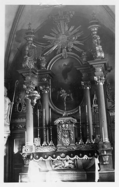 maître-autel, tabernacle, retable, portes de la sacristie, reliquaires, vue partielle