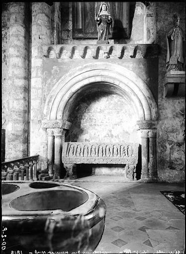 Restes d'un sarcophage