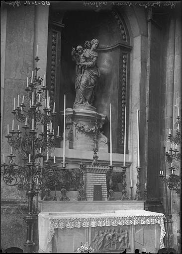 Chapelle de la Vierge, transept droit : Statue de la Vierge à l'Enfant