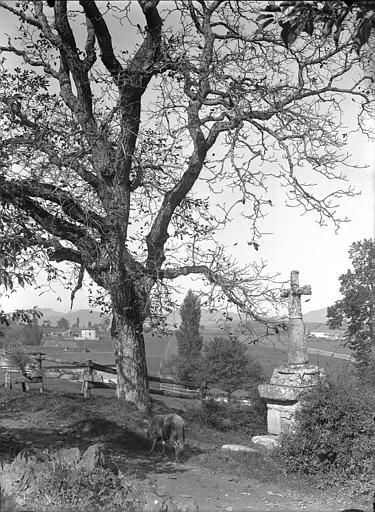 Croix située avant l'entrée du village