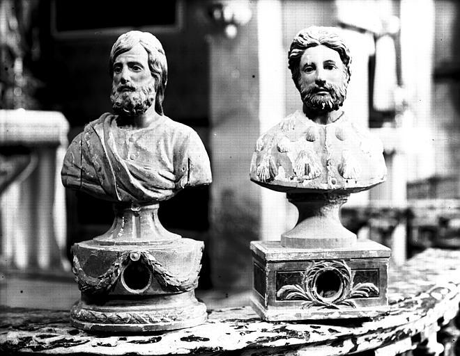 Deux chefs reliquaires en bois peint et doré