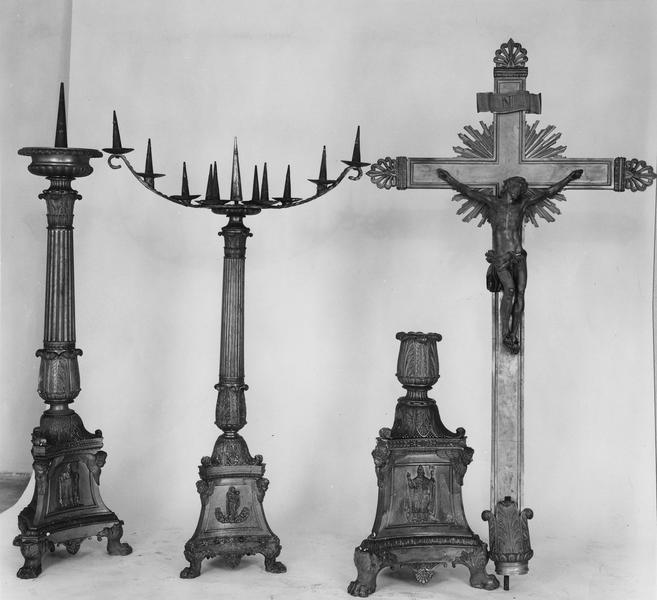 Croix d'autel, 10 chandeliers d'autel