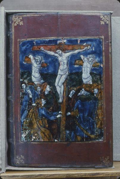 Reliure d'évangéliaire : Christ en croix, Neuf scènes du martyre de sainte Fébronie