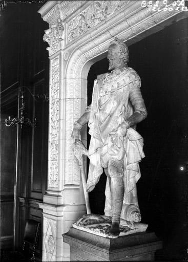 Château des Ducs d'Epernon, actuellement Musée historique et iconographique