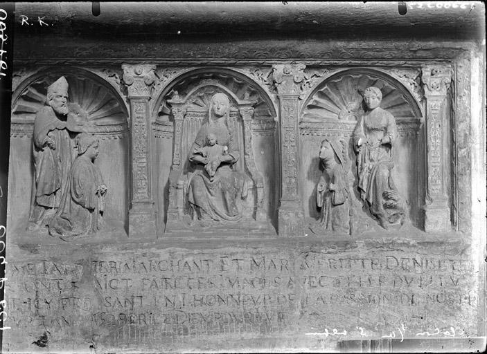 Bas-relief ex-voto : la Vierge à l'Enfant adorée par deux donateurs accompagnés de leurs saints patrons