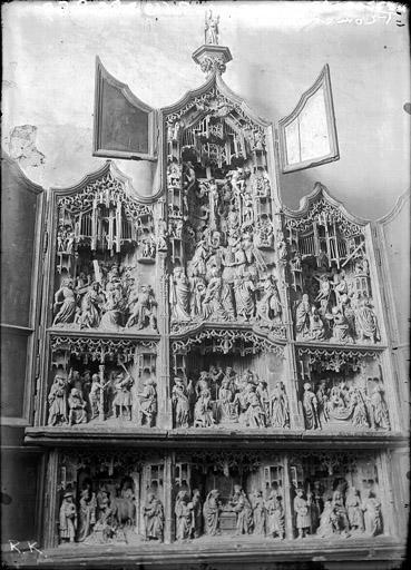 Retable sculpté en bois sculpté, polychromé et doré, volets peints : Scènes de la vie du Christ, ensemble