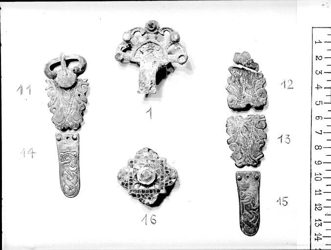 Bijoux d'époque mérovingienne, trouvés dans une tombe par Grodecki