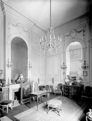 Salon du premier étage, fond de la cour