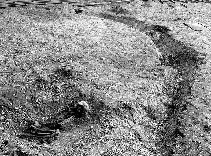 Sépulture protohistorique trouvée en mai 1952