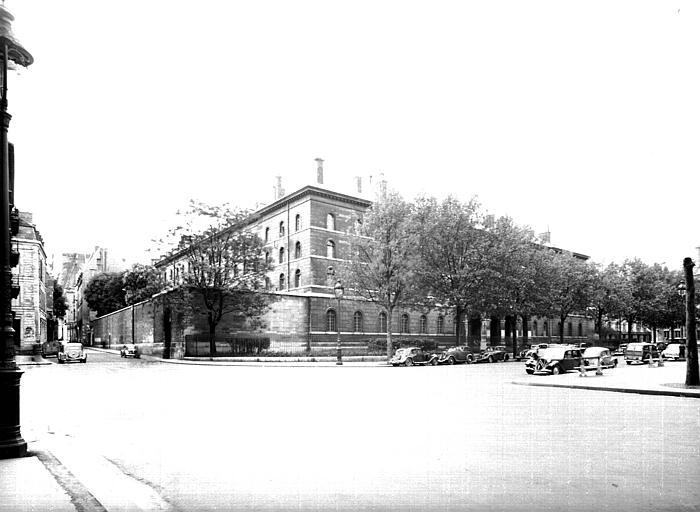 Angle du bâtiment sur place Saint-Sulpice