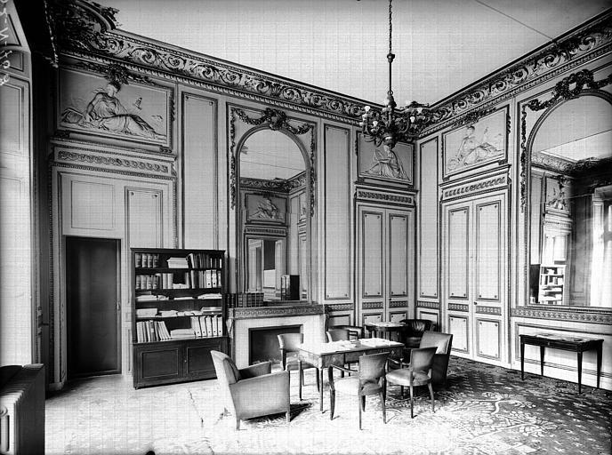 Premier étage sur rue, ancien salon de Madame de Staël