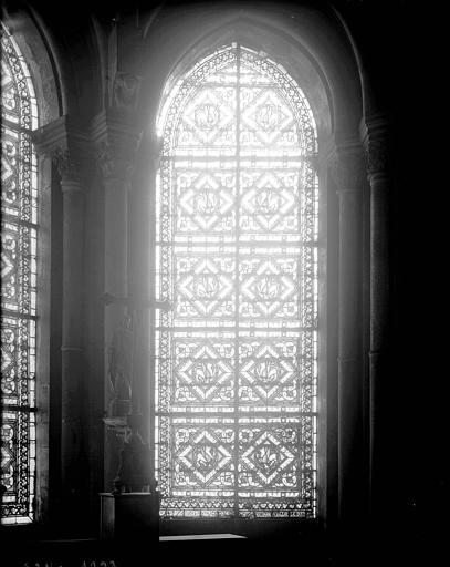 Vitrail de l'abside : griffons