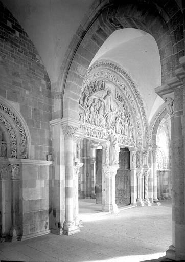 Narthex, ensemble des portails intérieurs, vers le sud-est