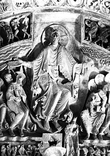 Narthex, portail central : tympan, le Christ