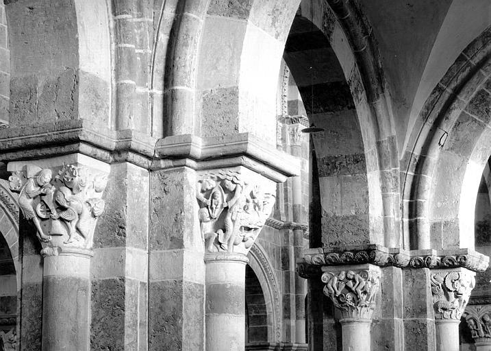 Collatéral sud, chapiteaux : Moulin mystique, Mort de Lazare et du riche, les Vents