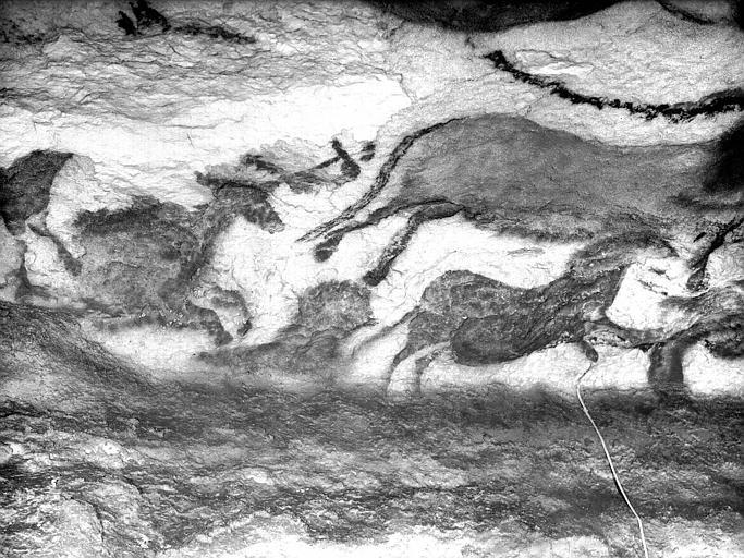 Grande salle, trace noire sous la frise peinte : deuxième fragment