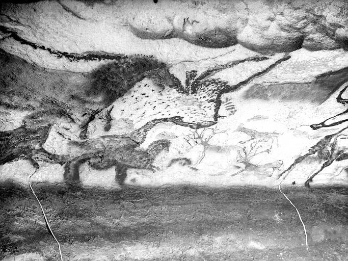 Grande salle, trace noire sous la frise peinte : troisième fragment