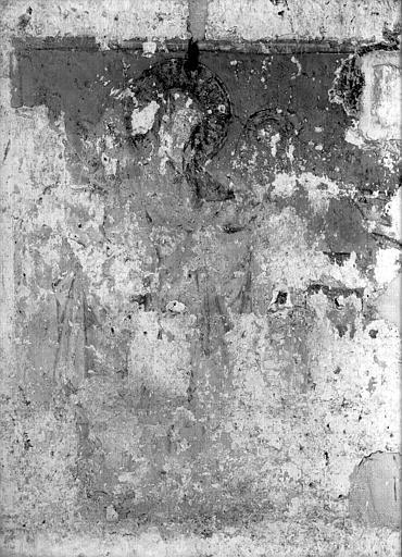 Chapelle : peintures murales des parois latérales, figure nimbée