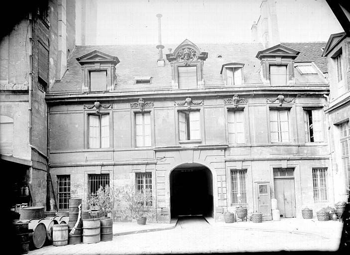 Façade sur cour du pavillon d'entrée de la Pharmacie des hôpitaux de Paris