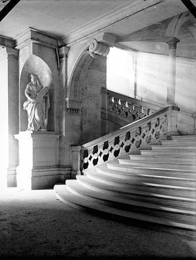 Escalier d'honneur en pierre