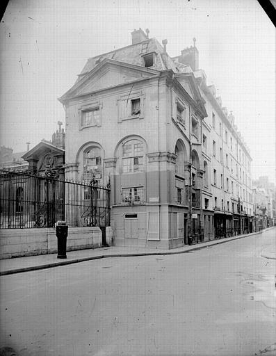 Angle des deux façades sur rue