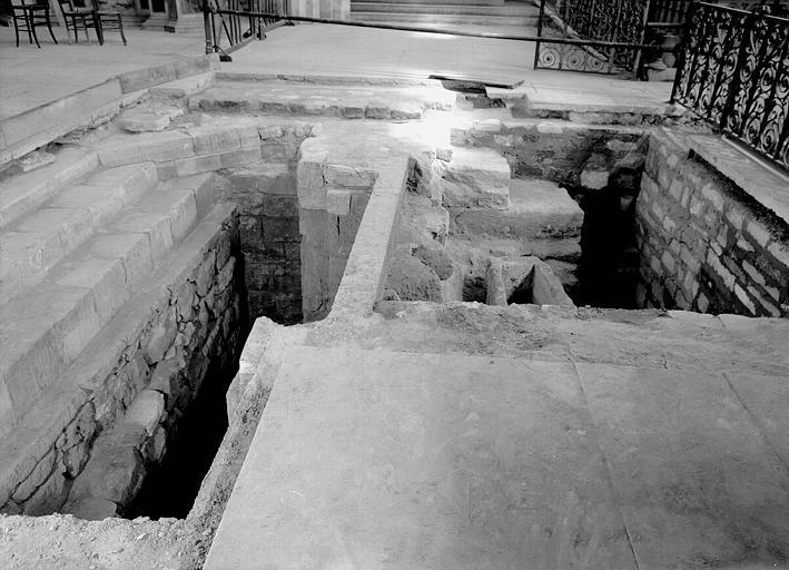 Croisillon nord, aménagement des fouilles : vue générale vers l'est