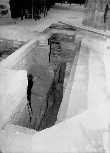 Croisillon nord, aménagement des fouilles : vue partielle vers l'ouest