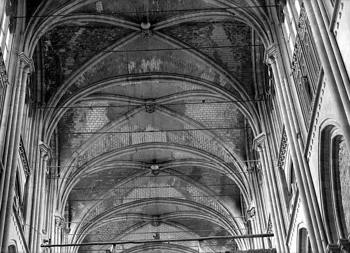 Voûtes de la nef : quatre travées