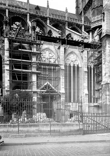 Façade latérale sud : trois fenêtres refaites partie est
